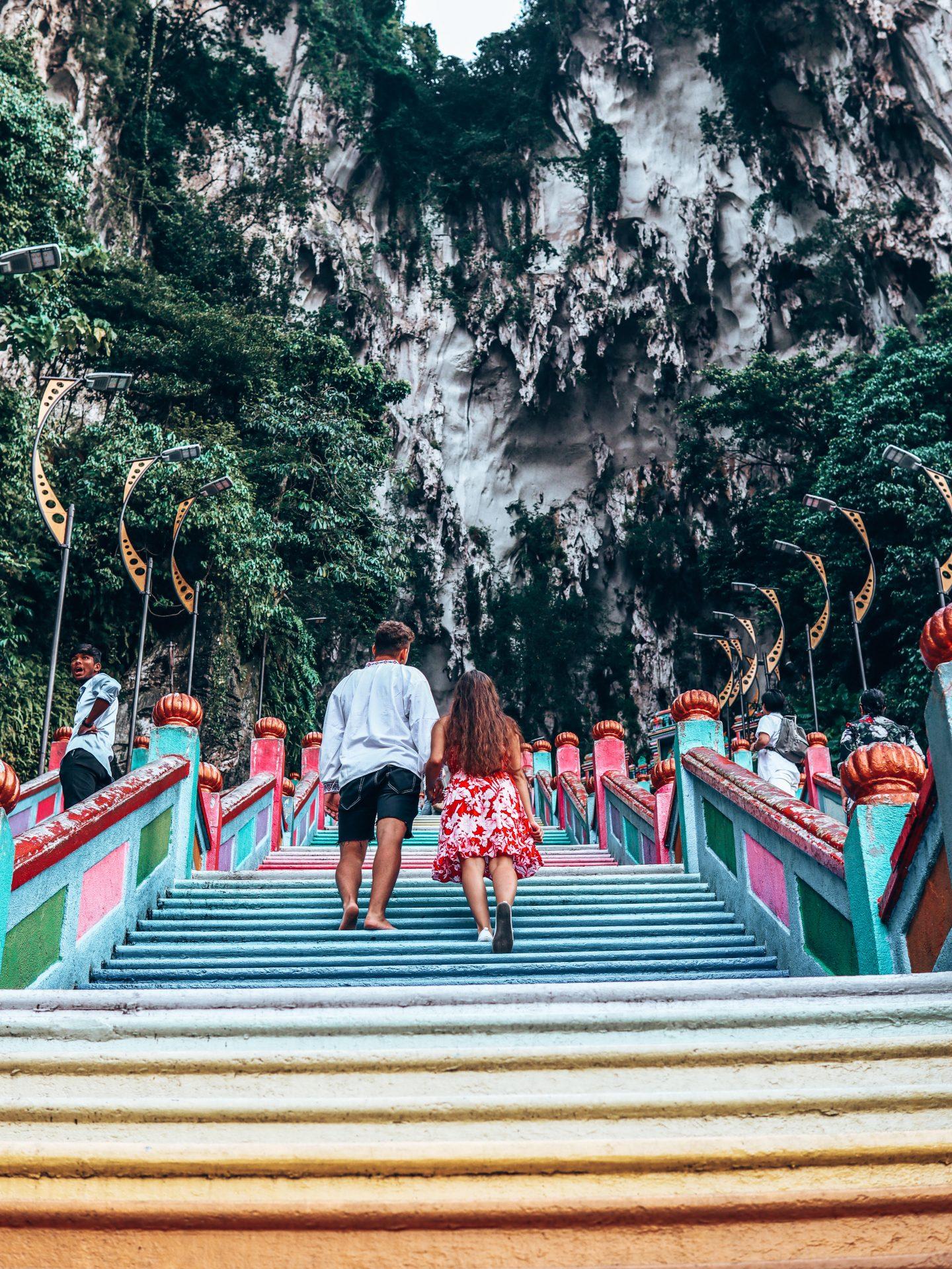 Výstup po 272 farebných schodoch.